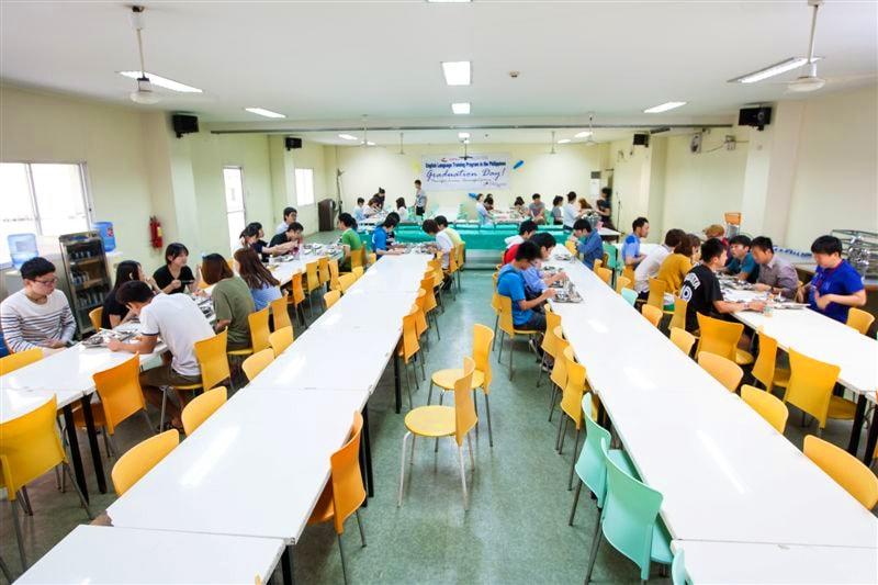 200人ほど入れる広々とした食堂